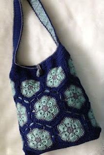 Teri Crews Designs: Elgin Knit Works African Flower Bag.