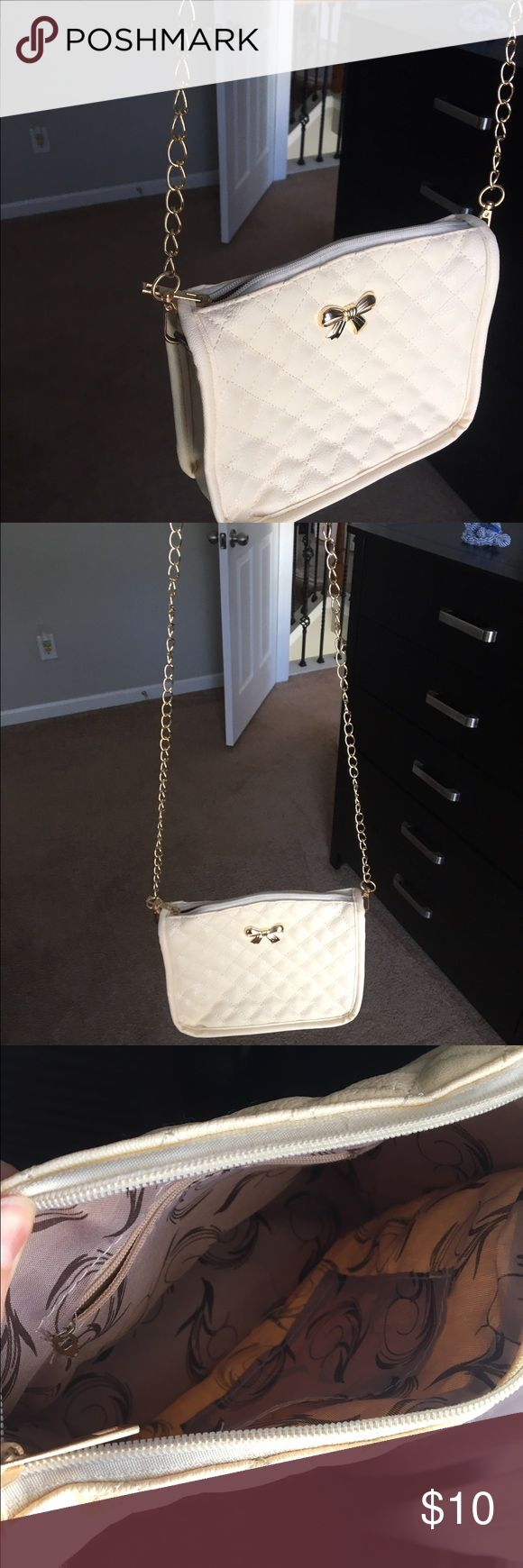 White Purse so so cute, just have way too many!! love this!! make an offer!!!                                    ✅BUNDLE AND SAVE✅ Bags Shoulder Bags