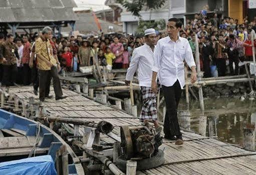 Presiden Joko Widodo (Jokowi) dipastikan batal menghadiri peringatan 10 tahun bencana tsunami di Banda Aceh, Jumat (26/12). Alasannya, kurangnya armada penghubung kepresidenan untuk kunjungan ke Meulaboh, Aceh Barat.