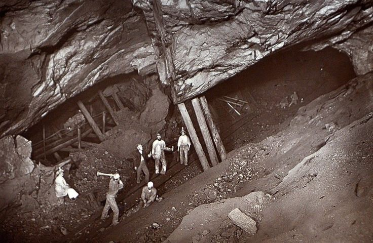 (Rare Flash Photography Shows Cornish Miners In The 1890s Toiling Deep Underground,photographer J.C.Burrow, 27/03/2014)
