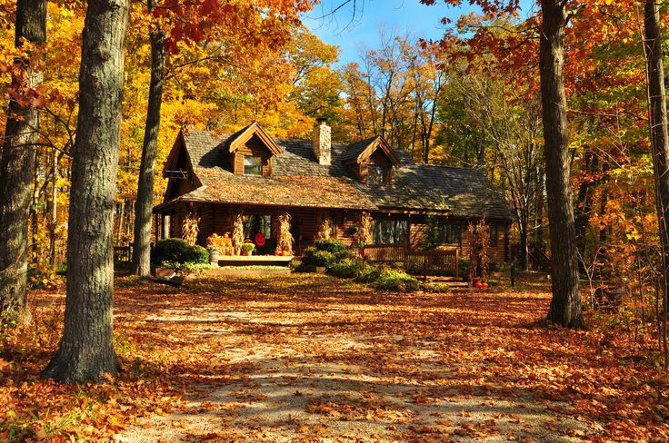 Take a look at this beautiful country style house on the Wisconsin Fall Color Report, who wouldn't mind calling that home?