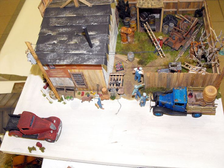 Bill Erwin's dioramas displayed at the Hobbies & Pasttimes Show, Aylmer QC 2018. We think Bill is a master at this, what do you think?