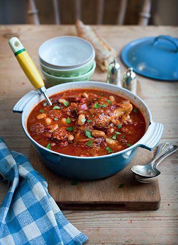 Tasty looking Chicken & Chorizo stew http://www.eattravellive.com/recipe/chicken-and-chorizo-stew/