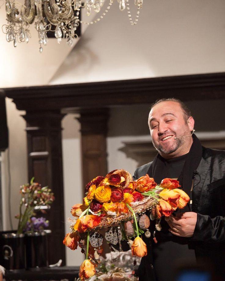Как это было: мастер-класс лучшего флориста-дизайнера России - Араика Галстяна @araikgalstyanmoscowschool   Он творит чудеса P.S. Помните что цветы  это одна из важных составляющих праздника создающая особую атмосферу и делающая его ярче и красивее Photo @vadimpolonik