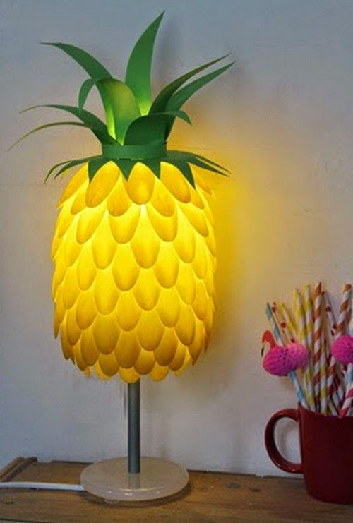 Reciclar es de sabios, ¿Qué os parece esta lampara hecha con cucharillas de plástico recicladas? #DIY #Reciclaje