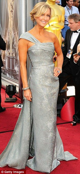 Lara Spencer in egg shell blue at the Oscars.