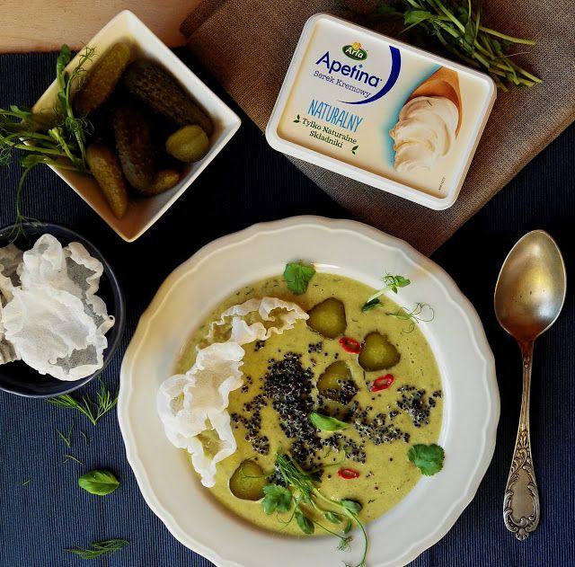 Quinoa Raz!: Kremowa zupa z kiszonych ogórków, naturalnego serka i quinoy z chipsami z papieru ryżowego