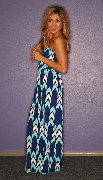 Love the pattern of this maxi dress!