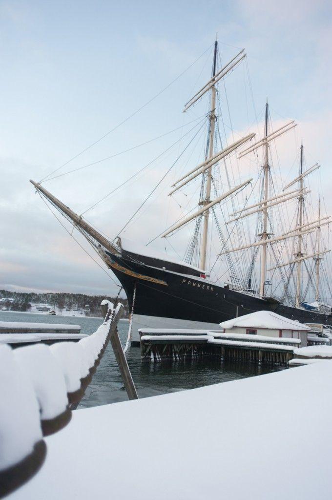 Séjour hivernal dans les îles Åland en Finlande (Detour Local) -> Le Pommern est un bateau typique de la région et est exposée devant le musée de Marieham dans les îles Aland www.detourlocal.com/sejour-hivernal-iles-aland-finlande/