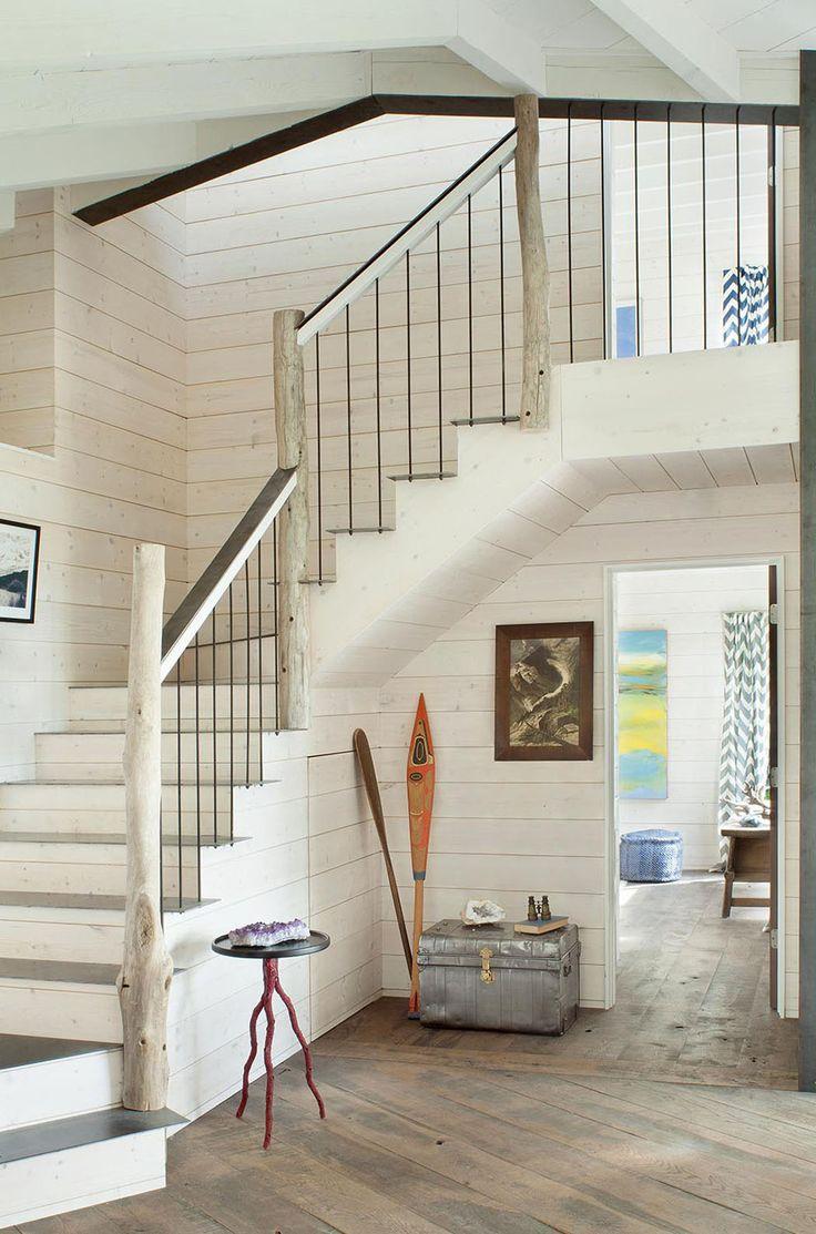 Intérieur de ce chalet rustique au design et décoration où le bois est omniprésent