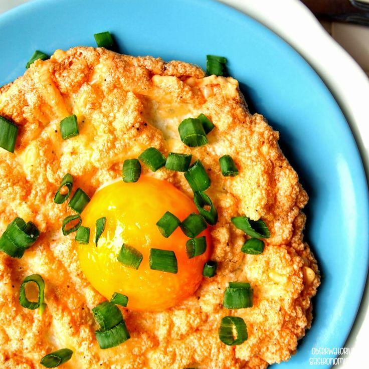 Obserwatorium Gastronomiczne: Dwuskładnikowe jajeczno-serowe gniazdka śniadaniowe