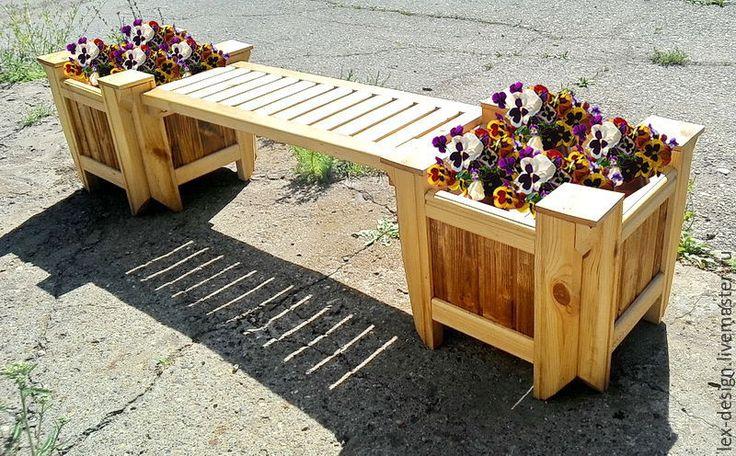 Купить или заказать Скамейка садовая в интернет-магазине на Ярмарке Мастеров. Красивая садовая скамья с двумя вазонами. Такую конструкцию можно собрать разными способами, добавляя вазоны и сиденья (см. фото) Вы легко разместите в вазонах Ваши любимые цветы или небольшие кустарники. На скамью свободно могут сесть 2 человека. На зиму рекомендуем убирать всю садовую мебель в дом или подсобное помещение. Это спасет ее от осенне-зимней погоды.