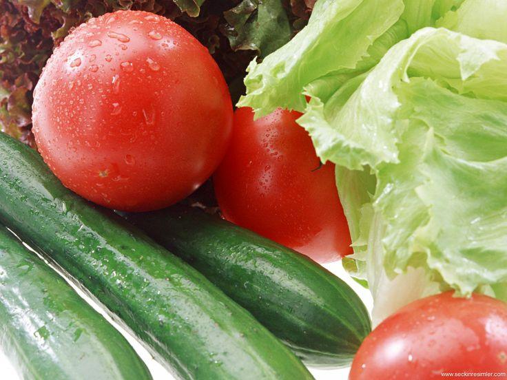 Uzay meyveleri: Çinli bilim adamları baz meyve ve sebzeleri orijinal boyutlarından daha büyük, bazı özelliklerininse daha üstün olmasını sağlamak için tohum halindeyken uzay gönderiyor. Sıfır yerçekimi, kozmik radyasyon gibi uzaya has 7 unsura maruz bırakılan tohumlar geri getirilip toprağa dikiliyor. Salatalıklar beyzbol sopası uzunluğunda olabiliyor. Domateslerde ise yüzde 27 daha fazla antioksidan oluşabiliyor. Şu ana kadar, 3 bin bitki türü gram başına 45 bin dolara uzaya gönderildi....