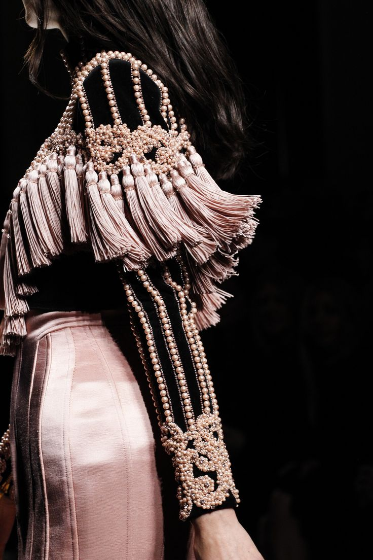 Balmain Fall 2016 Ready-to-Wear Fashion Show Details