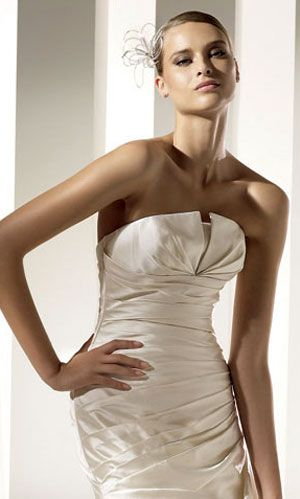 Love this simple pleated wedding dress and head piece