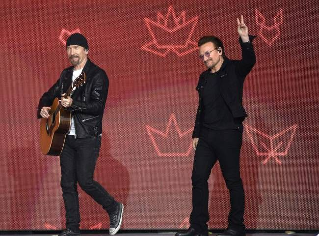 Bono, The Edge praise Canada during Parliament Hill performance