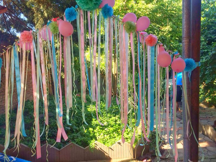 Арка из лент, бумажных и воздушных  шаров
