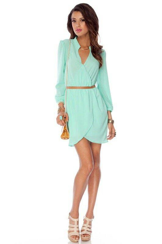 Vestido cruzado color menta ideal a crear curvas y disimular inperfecciones