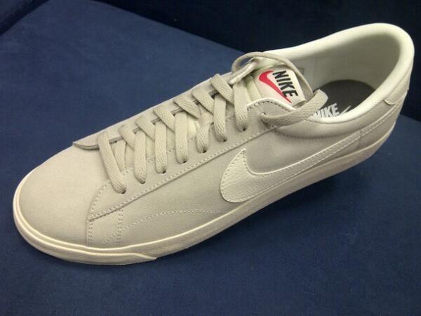 Appena arrivata nel punto vendita di Via Fracassini 62 la #Nike Tennis Classic va già a ruba, bellissima!  #scarpe #sportswear #retro  http://on.fb.me/18ScPgL