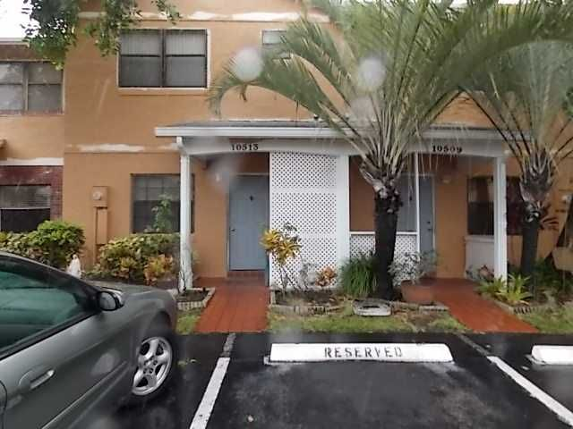 http://www.miamirealestatetrends.com/townhouse/for-sale/pembroke-pines/10513-nw-6th-st-no-10513-miami-fl-a1667264.html