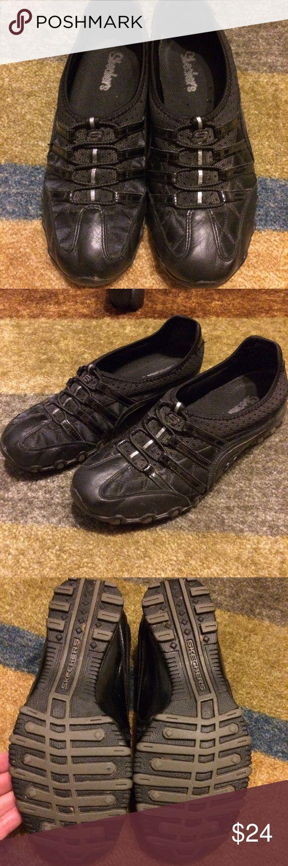 👟Women's Skechers Slip on Sneakers 👟 Black Slip on Skechers Sneakers 👟. Size 7. In great condition. Stored in shoe box. Worn a few times and still look great! Skechers Shoes Athletic Shoes