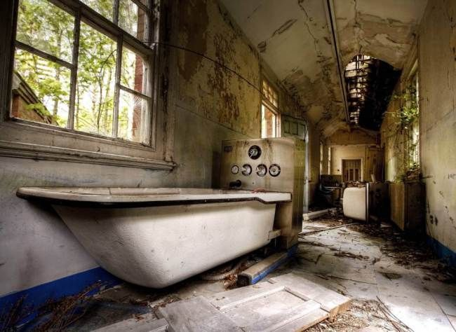 A corridor bath at East Sussex County Pauper Lunatic Asylum at Hellingley Hospital (Picture: Mark Davis/Guzelian)