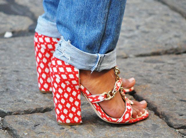 patterned shoes + boyfriend jeans