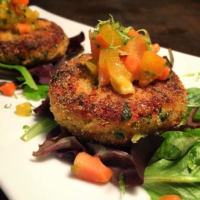 Channeling warm weather thoughts tonight...summery crab cakes with tropical salsa! #delish #homecooked #meal @zimmysnook