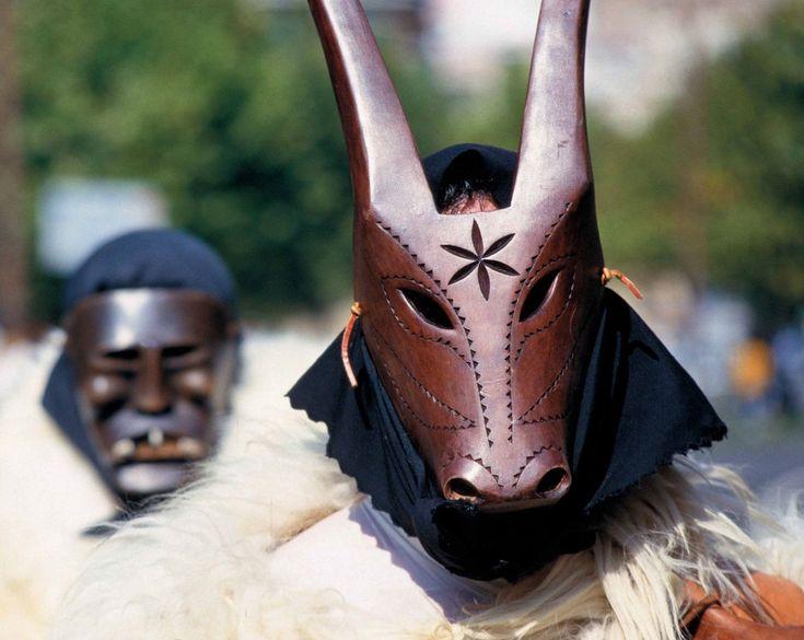 Carrasegare 2014 con le maschere tradizionali della Sardegna