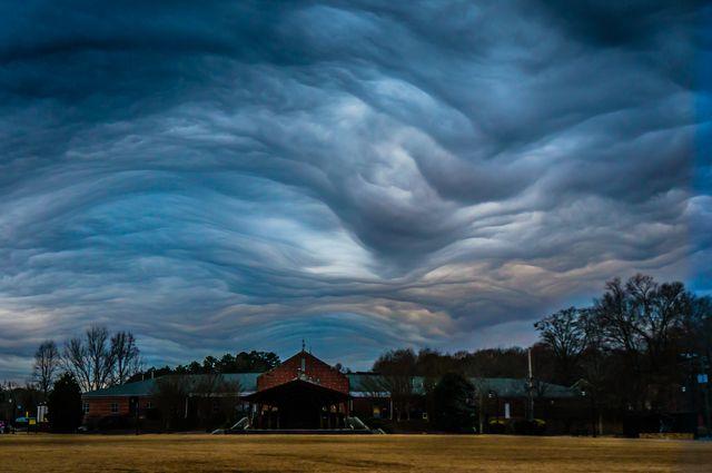 7 fotografías e interesantes datos sobre las nubes mastodónticas que no debes perderte