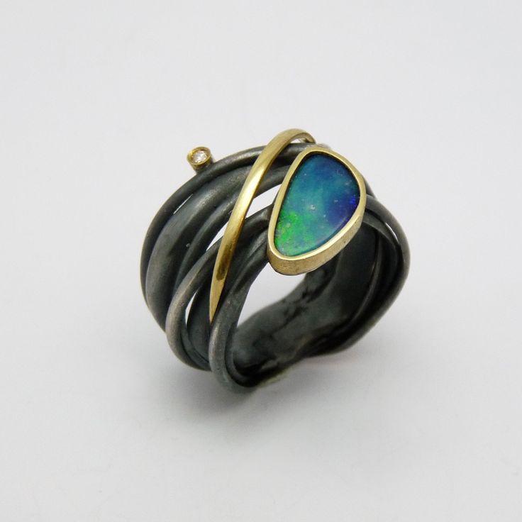 Anell de plata, or groc de 18q, un diamant talla brillant i un òpal doublet - PEÇA ÚNICA