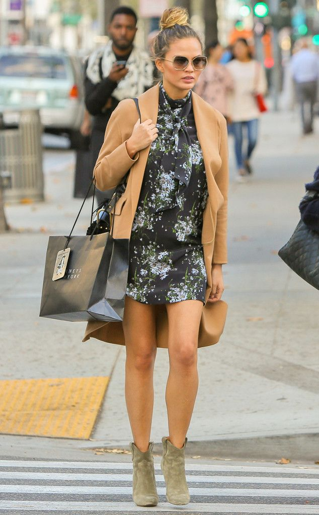 Chrissy Teigen from The Big Picture: Today's Hot Pics  The expectant model shops with her mom in Beverly Hills.
