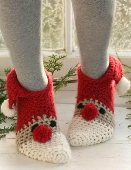 Crochet Santa Slippers / socks pin1386238058459 - via @Craftsy