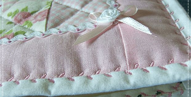 Three Excellent Tutorials for Using Decorative Machine Stitches to Secure Bindin…