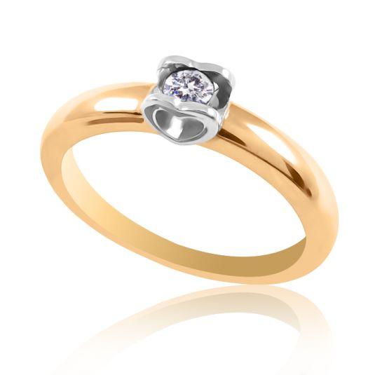 Золотое кольцос бриллиантом 3 мм в касте с виде двух сердецбудет для вас талисманом удачи и любви. 3 карата дарит влюбленным не только бесплатную доставку, а также и красивую коробочку. Вес изделия - 2,3 грамма.
