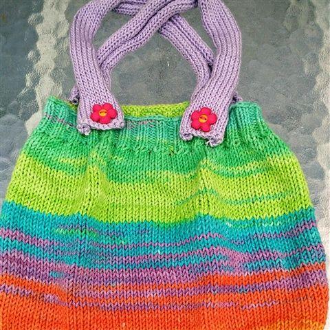 Vente créations fait main, achat de créations fait main, boutique de vente layette fait-main, vêtements enfants tricotés aux aiguilles ou costumisés, layette moderne fait main - www.lemarchedufaitmain.fr