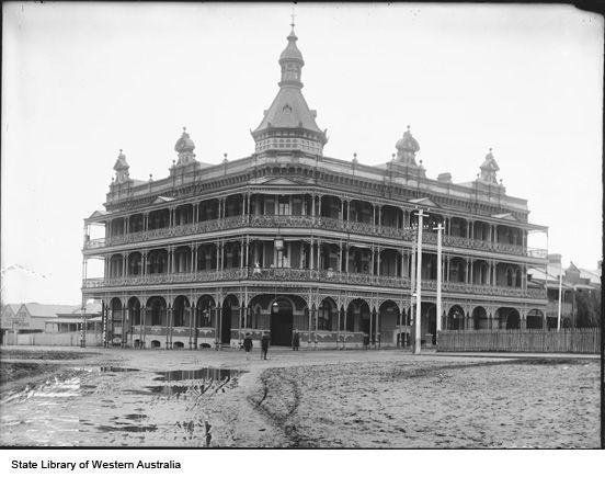 Federal Hotel, Wellington Street, Perth - Demolished to make way for Kwinana Freeway, c1905