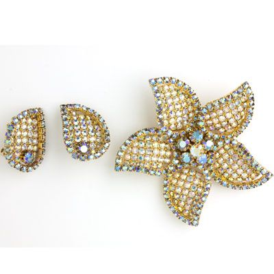 This 1950s dazzling aurora borealis gold rhinestone starfish brooch and earrings set by Alice Caviness is bold and lively.