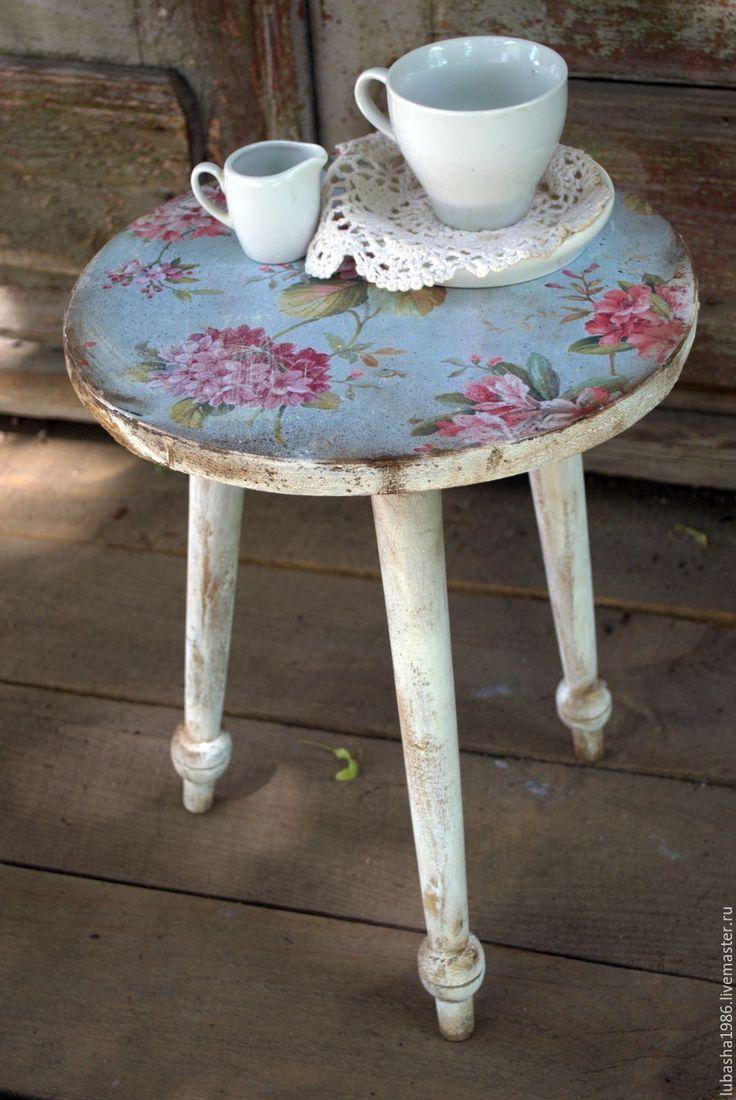 """Купить """"Винтажные цветы"""" уютный стульчик для дачи - белый, стульчик, табуретка, винтаж, винтажные цветы"""