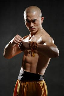 VIDEOS MARCIALES: COMBATES DEL MONJE SHAOLIN YI LONG.