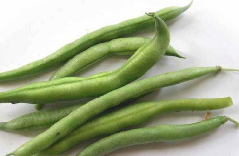 Ricchi di fibre, sali minerali e vitamine, i fagiolini sono un'ottima pianta da coltivare in vaso nel vostro orto sul balcone. Ecco i consigli per non sbagliare nulla, dalla semina al raccolto.