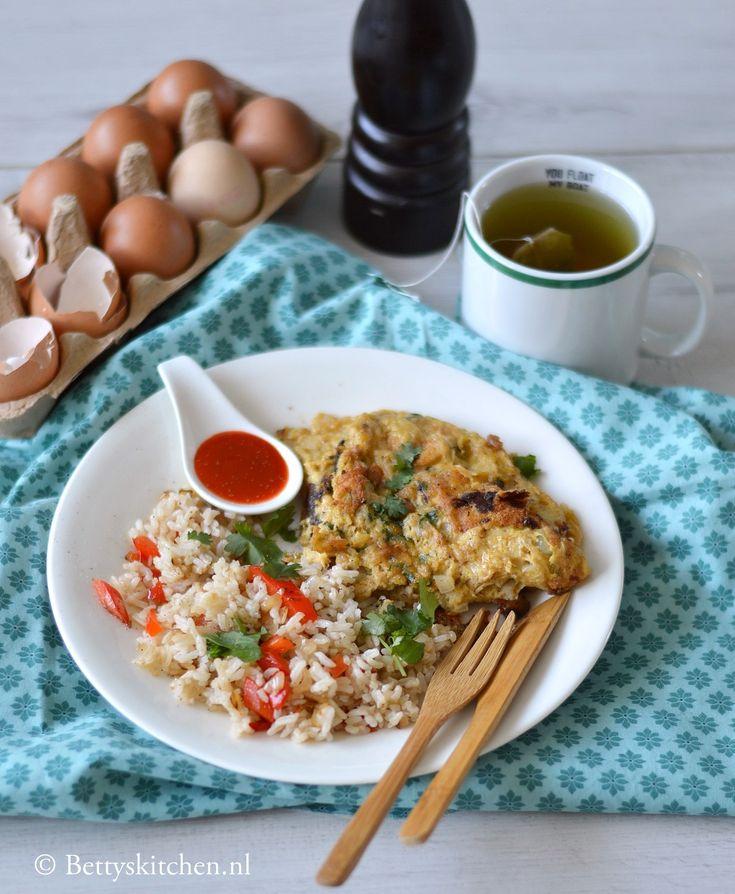Thaise ontbijt omelet met gebakken rijst