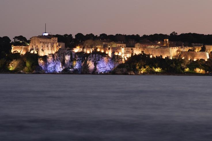 Au large de Cannes, sur la première des deux îles de Lérins, l'île Sainte-Marguerite, se trouve le célèbre Fort royal du 17e siècle - Photographe Jérôme Kélagopian - © Ville de Cannes