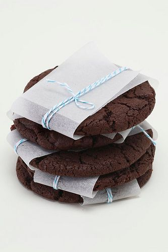 very pretty way to gift some cookies