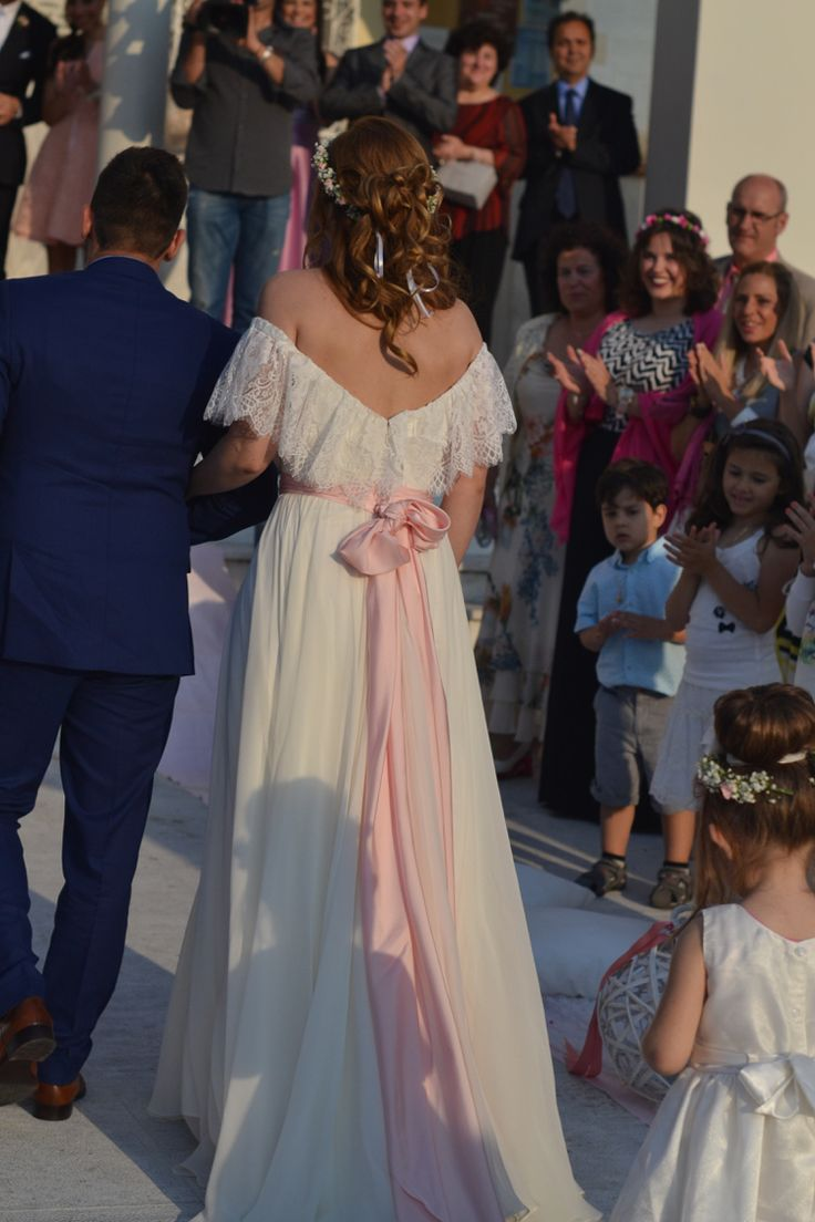 Wedding dress with a touch of pink