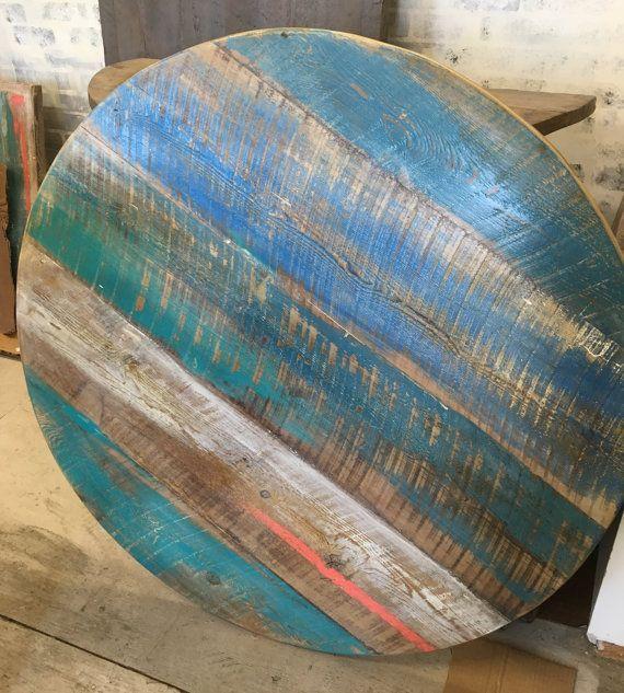 Table en bois récupéré, détresse peint, coloré, rond dessus de table à manger…