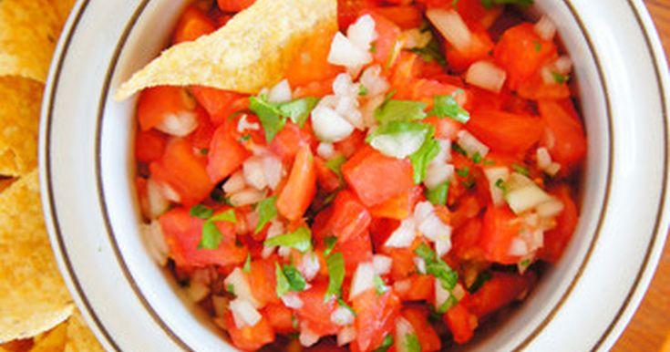 刻んで混ぜるだけ。メキシコ料理の大定番です。トルティーヤチップスと一緒にどうぞ。冷たいアルコールもお忘れなく!