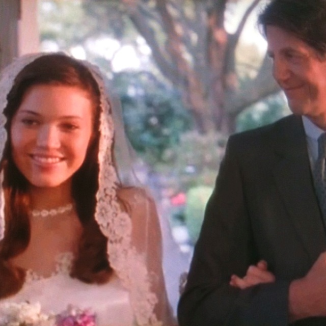 I want the veil from a walk to remember!