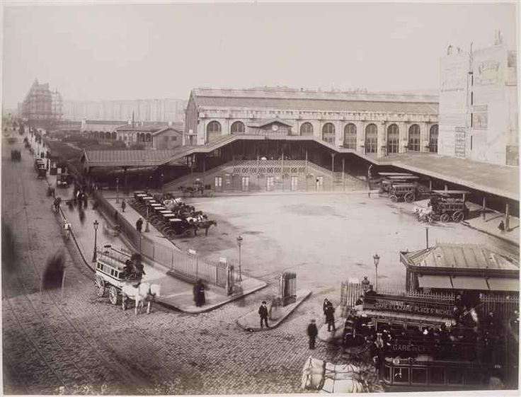 Gare St-Lazare, le 2 Mars 1885. La cour de Rome avant la bouche de métro et le centre commercial.