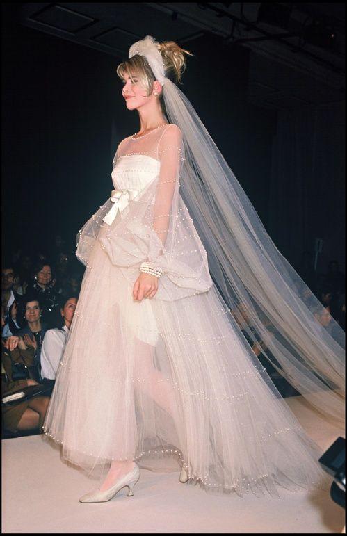 Exceptionnel Les 25 meilleures idées de la catégorie Robe de mariée chanel sur  EE48
